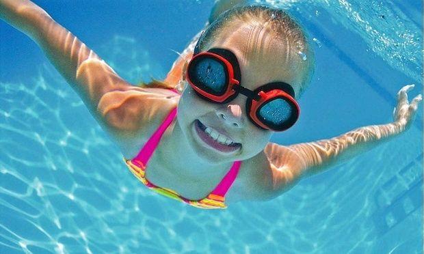 Οικογενειακώς στη θάλασσα. Χρήσιμες συμβουλές για την εξοικείωση με το νερό!