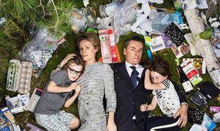 «Δείξε μου τα σκουπίδια σου να σου πω ποιος είσαι». Οικογένειες φωτογραφίζονται με τα απορρίμματά τους και προσπαθούν ν'αλλάξουν τον κόσμο