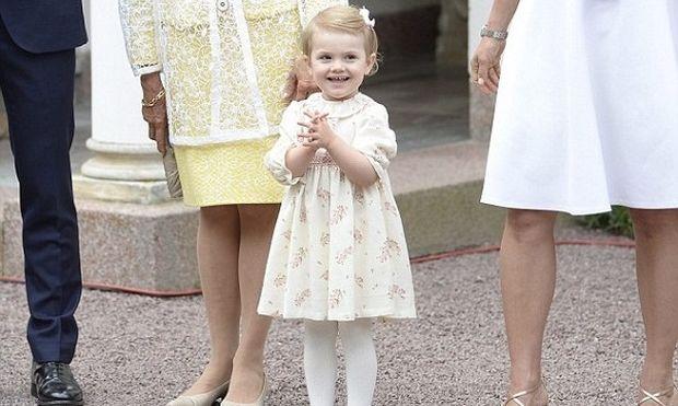 Ποιο κοριτσάκι είναι αυτή η χαριτωμένη «πριγκίπισσα»;