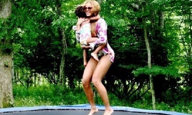 Όταν οι διάσημες μαμάδες φωτογραφίζουν τα παιδιά τους! (εικόνες)
