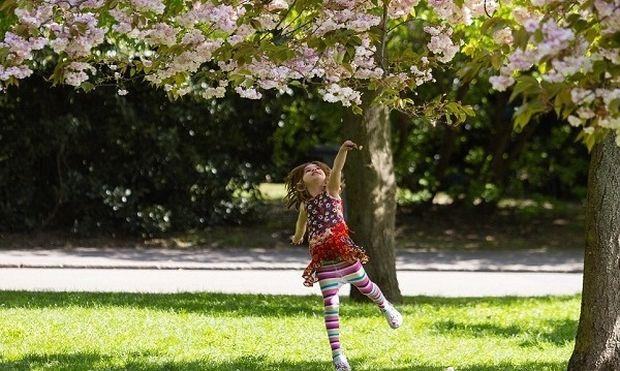 Αδιανόητο! Άφησε την 9χρονη κόρη της στο πάρκο και πήγε για δουλειά!