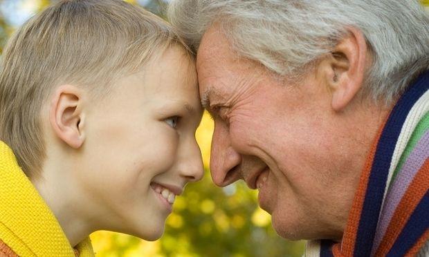 «Παππού ποιος είμαι»; Ένα βραβευμένο βιωματικό σεμινάριο για εγγόνια ασθενών με άνοια