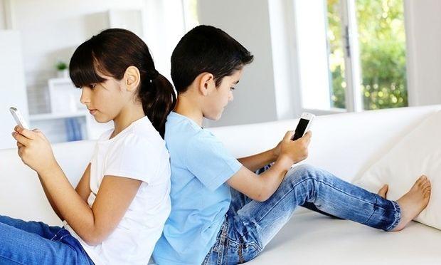 Εφηβεία και υπερβολική χρήση του κινητού: Τι κάνουμε;