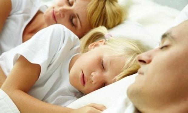 Γιατί το παιδί δεν πρέπει να κοιμάται στο δωμάτιο των γονιών