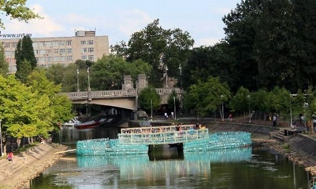 Μοναδικό πρότζεκτ: γέφυρα από πλαστικά μπουκάλια διεκδικεί το Ρεκόρ Γκίνες! (φωτογραφίες)