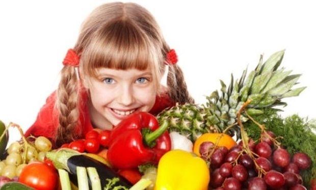 Αν θέλετε τα παιδιά σας να τρώνε υγιεινά, μην τους λέτε να τρώνε υγιεινά!