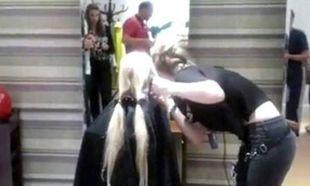 Μεγαλείο παιδικής ψυχής: Έκοψε τα μαλλιά της για τα παιδιά με καρκίνο (εικόνες)