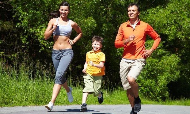 Το τρέξιμο «χαρίζει» χρόνια ζωής: ακόμη και 5 λεπτά τη μέρα μειώνουν τον κίνδυνο πρόωρου θανάτου