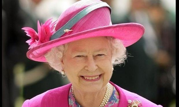 Δείτε τη Βασίλισσα Ελισάβετ, έτσι όπως δεν την έχετε ξαναδεί ποτέ! (βίντεο)