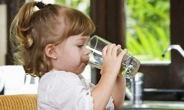 Η σημασία της ενυδάτωσης για τα παιδιά. Από τη διατροφολόγο Ευσταθία Παπαδά