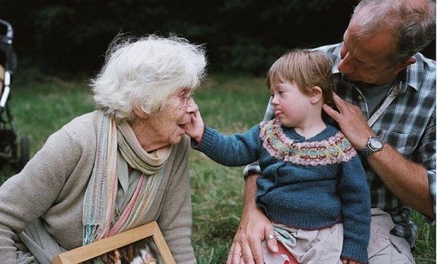 Η μεγάλη αγάπη μίας μητέρας για την κόρη της με σύνδρομο down μέσα από μοναδικές φωτογραφίες