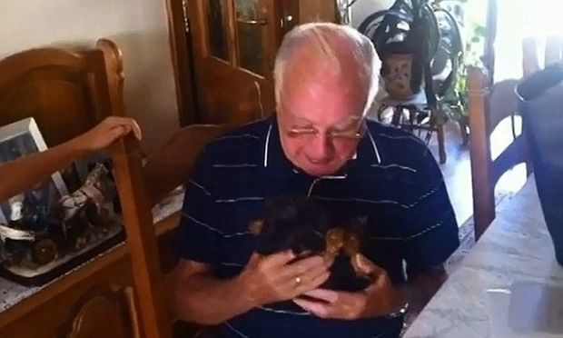 Ενα υπέροχο δώρο για τον παππού! Το βίντεο που μας έκανε να δακρύσουμε