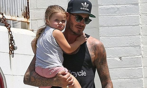 Στην καλύτερη αγκαλιά βρίσκεται η Χάρπερ! Πού πηγαίνουν με τον μπαμπά της;