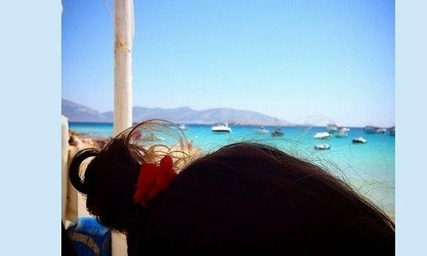 Μας δείχνει το κοτσιδάκι της κόρης του! Πασίγνωστος Έλληνας ηθοποιός «λιώνει» γι'αυτήν