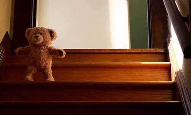 Υπέροχο! Λούτρινο αρκουδάκι «ζωντανεύει» για να υποδεχτεί ένα μωρό (βίντεο)