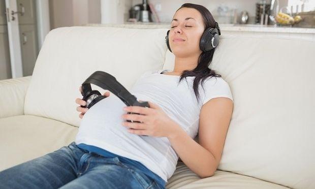 Μουσική ψυχοθεραπεία στην εγκυμοσύνη: Η ειδικός Κάνδια Μπουζιώτη μιλά στο Mothersblog