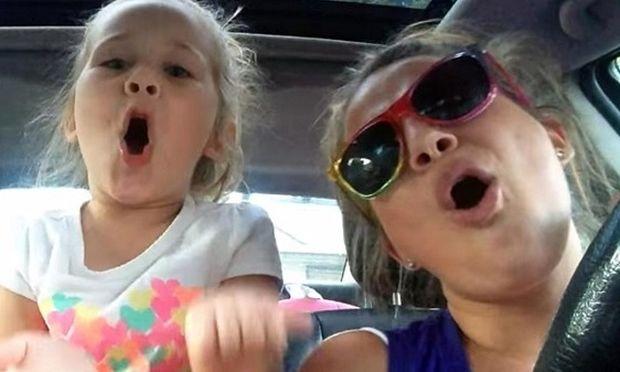 Μοναδικό ντουέτο μαμάς και κόρης!Κάνουν θραύση στο διαδίκτυο! (βίντεο)