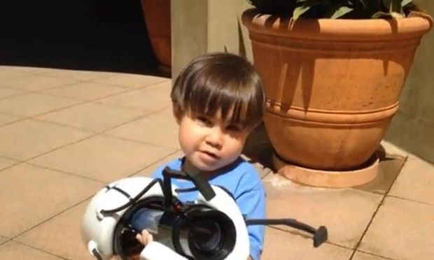 Ό,τι πιο εντυπωσιακό έχετε δει: Μπαμπάς και γιος φτιάχνουν ταινίες με κινηματογραφικά εφέ! (βίντεο)