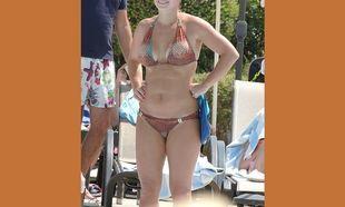 Επιτέλους μία φυσιολογική γυναίκα! Δείτε το σώμα διάσημης παρουσιάστριας 1 χρόνο μετά τη γέννα (εικόνες)
