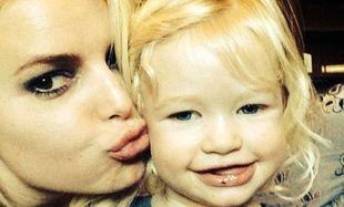 Η κόρη της Τζέσικα Σίμπσον, το πιο όμορφο παρανυφάκι! (φωτογραφία)