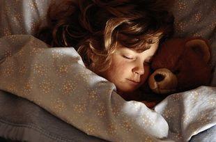 Πώς θα βάλετε τα παιδιά σας για ύπνο εύκολα και... γρήγορα;
