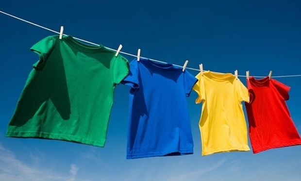 Δε θα πιστεύετε πώς βγαίνουν οι λεκέδες από ιδρώτα στα μπλουζάκια σας!
