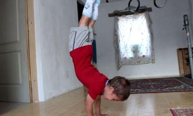 Δεν θα πιστεύετε στα μάτια σας τι κάνει αυτός ο 5χρονος! (βίντεο)