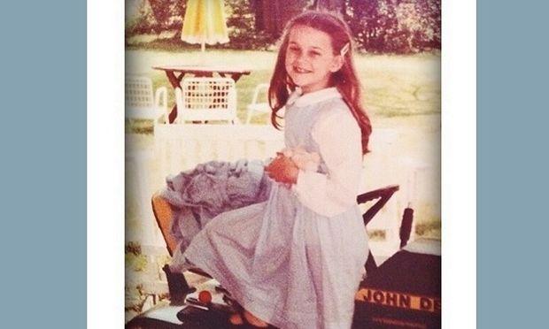 Δε θα πιστεύετε ποια πασίγνωστη ηθοποιός είναι το κοριτσάκι της φωτογραφίας! (εικόνα)