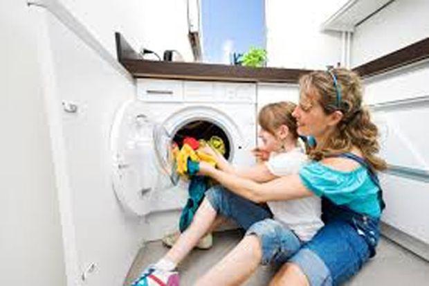 «Ελληνίδα μαμά νοικοκυρά μη φρικάρεις! Το πλύσιμο των ρούχων μπορεί να γίνει παιχνίδι! Αυτοί είναι οι βασικοί κανόνες!»