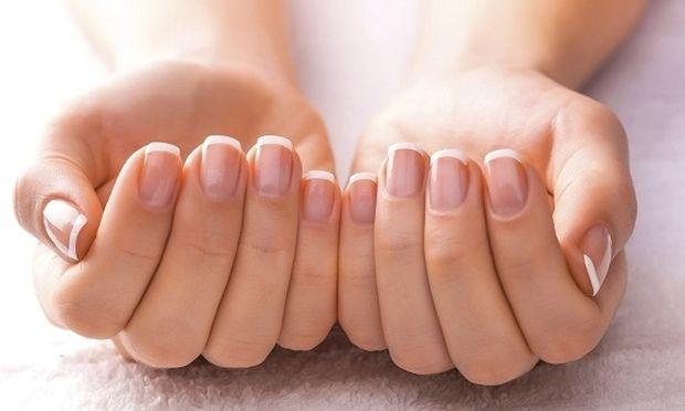 Δεν θα πιστεύετε τι μπορεί να κρατήσει τα νύχια σας γερά!