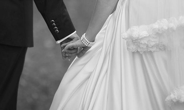 Έχασε τη μνήμη της από εγκεφαλικό και αυτός τη βοήθησε να θυμηθεί τον γάμο τους. Δείτε πώς!