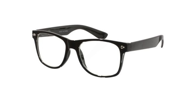 Δε θα πιστεύετε πώς καθαρίζουν τα τζάμια από τα γυαλιά μας!