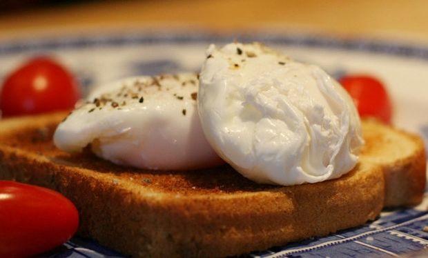 Συνταγή για τα πιο εύκολα αυγά ποσέ!