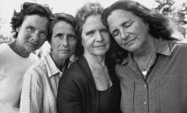 Εκπληκτικό: 4 αδελφές φωτογραφίζονται κάθε 5 χρόνια! (εικόνες)