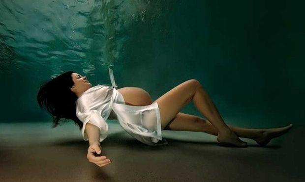 Έγκυες γυναίκες στον πάτο μιας πισίνας! Το αποτέλεσμα απλά εντυπωσιακό (εικόνες)