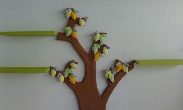 Φτιάξτο μόνη σου: Διακόσμηση παιδικού δωματίου-ράφια με δέντρο από φελιζόλ!