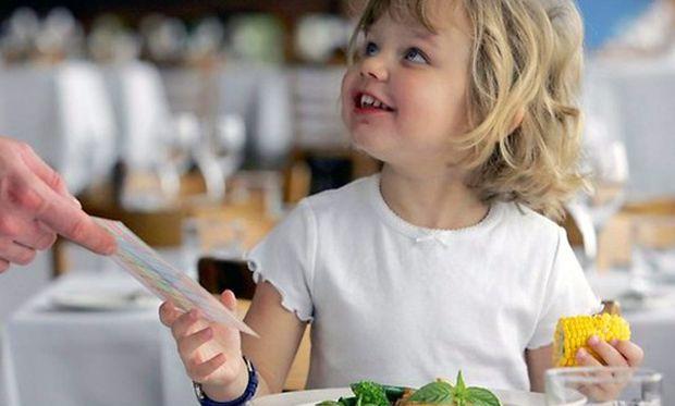Τι μπορεί να φάει το παιδί μου στην ταβέρνα και τι πρέπει να αποφύγει;