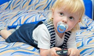 Επικίνδυνη η τηλεόραση για τα παιδιά. Προκαλεί ελλειματική προσοχή και προβλήματα ανάπτυξης!