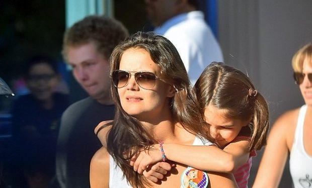 Δείτε πώς πέρασαν στη Disneyland η Κέιτι Χολμς με την κόρη της (εικόνες)