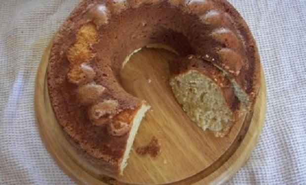 Συνταγή για το πιο εύκολο και ελαφρύ κέικ κανέλας!