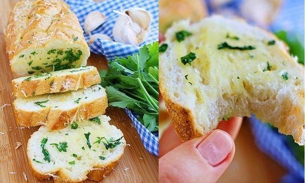 Ψωμάκι με παρμεζάνα, σκόρδο και μυρωδικά!