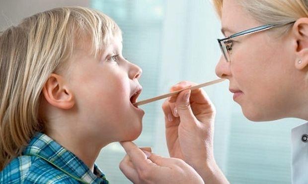 Πότε ένα παιδί πρέπει να βγάλει τις αμυγδαλές του;
