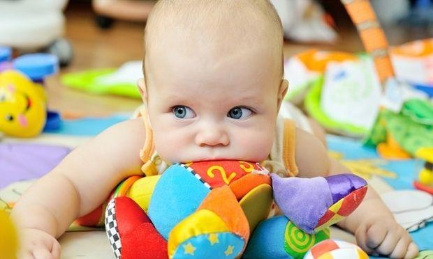 Αυτός είναι ο πιο αποτελεσματικός τρόπος για να πλύνετε τα παιχνίδια του παιδιού και του νεογέννητου!
