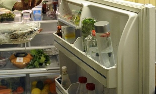 Έτσι θα καταπολεμήσετε τις δυσάρεστες οσμές του ψυγείου!