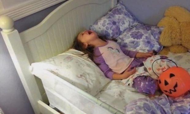 Πολύ γέλιο! Δείτε τις απίστευτες αντιδράσεις παιδιών όταν οι γονείς τους ανακοινώνουν ότι έφαγαν όλα τα γλυκά τους! (βίντεο)
