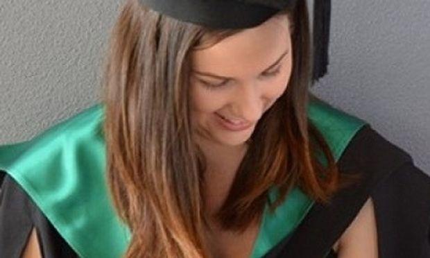 Θήλασε στην αποφοίτησή της! Η φωτογραφία που έγινε viral (εικόνα)