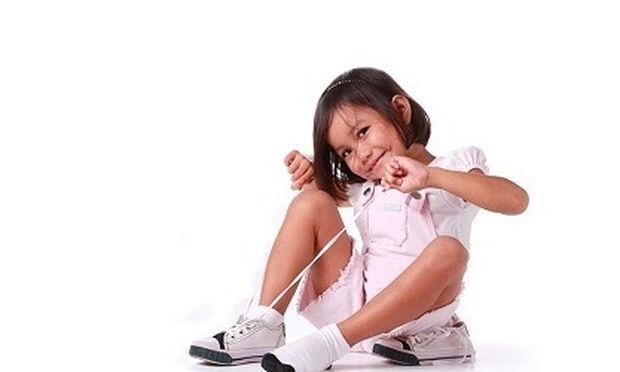 Αυτός είναι ο ευκολότερος τρόπος για να δέσει ένα παιδί τα κορδόνια του! (εικόνες)