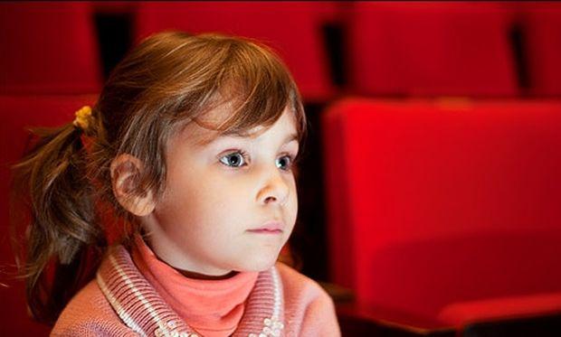 Έτσι θα καθίσει ήσυχο το παιδί σε θεατρική παράσταση!