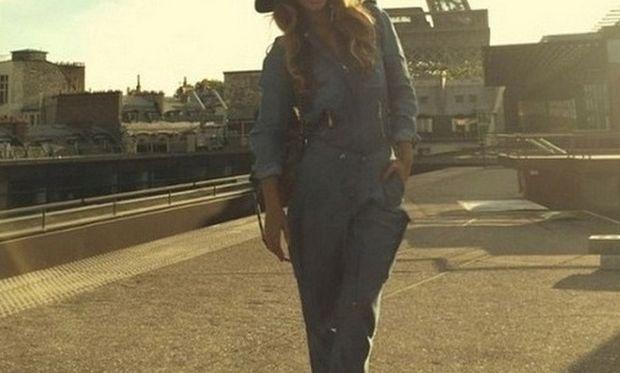 Πασίγνωστη τραγουδίστρια «πετάχτηκε» στο Παρίσι με την κόρη της για ΣΚ! (εικόνες)
