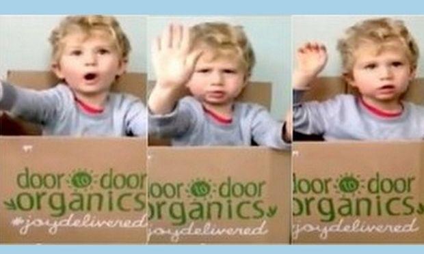 Πολύ γέλιο: Η αντίδραση ενός 2χρονου όταν έμαθε ότι ο μπαμπάς του φοράει πάνες! (βίντεο)